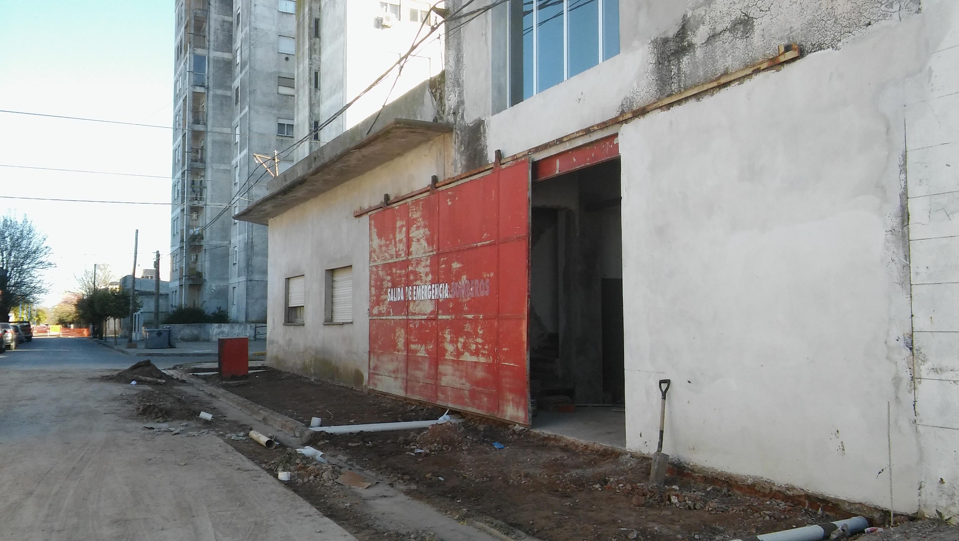 Recordemos que las obras se llevan a cabo en las antiguas instalaciones del cuartel de bomberos, que fueran adquiridas por el Municipio al comienzo de la actual gestión.