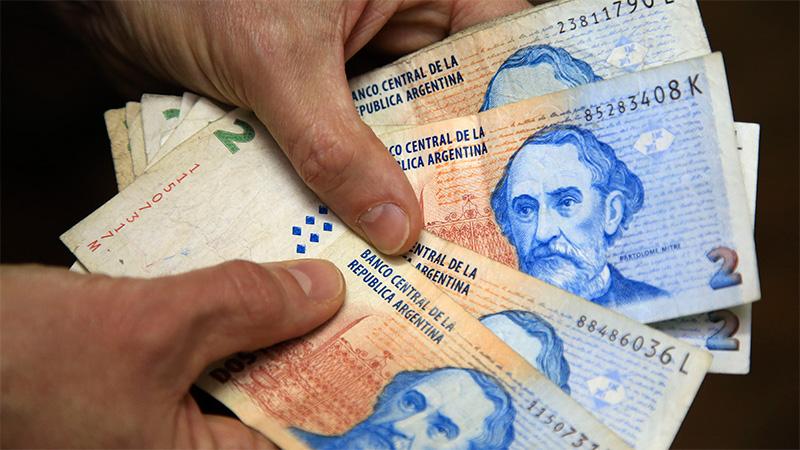 Los comerciantes que se nieguen a recibirlos se exponen a fuertes multas y el plazo para cambiarlos en los bancos se extiende hasta el 31 de mayo.