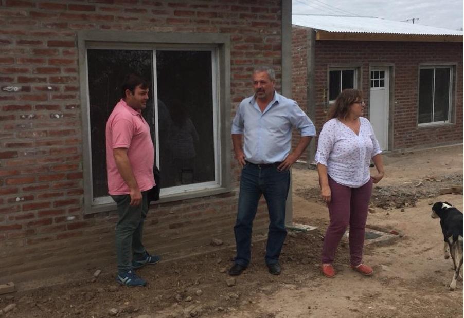 Lo hizo durante el pasado fin de semana acompañado de la delegada de la localidad, Ángeles Zarantonelli y del concejal Román Bouvier, uno de los impulsores del proyecto.