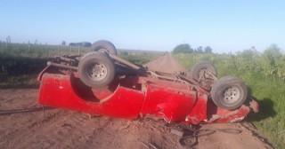 Volcó camioneta en camino rural: Un herido de consideración
