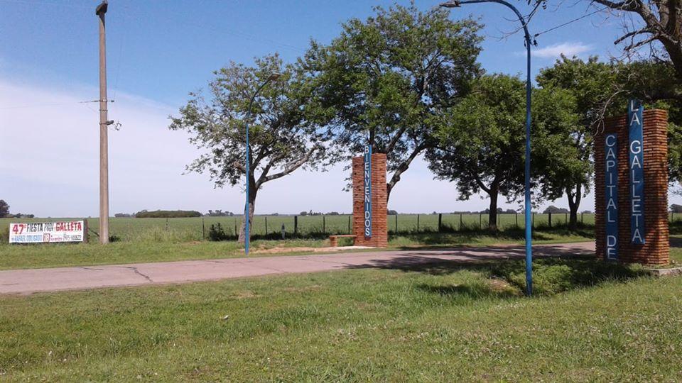 Su fundación fue un 20 de marzo de 1885, en ocasión de habilitarse la estación Echeverría del ferrocarril argentino. Y a su alrededor fue surgiendo el poblado con la actividad del campo como principal impulsor de su crecimiento.