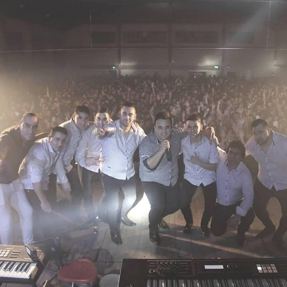 Este grupo musical que mueve multitudes en nuestra región estará llegando por primera vez en sus 17 años de vida  a la pantalla del programa emblemático de la tarde de los sábados en América TV.
