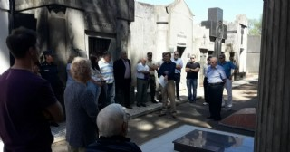 En Rojas recuerdan y honran la memoria de los policías fallecidos