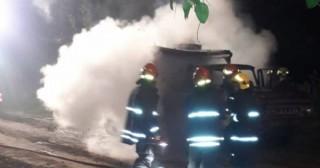 Incendio de camión abandonado en el barrio La Loma
