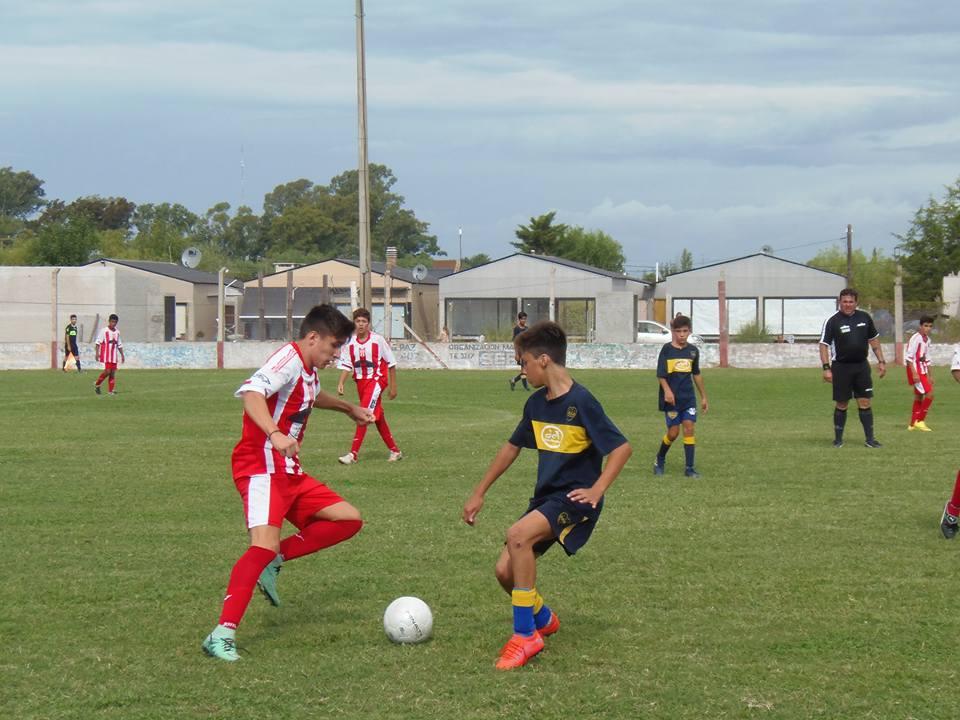 Tras la primera fecha del torneo de juveniles jugada el  pasado sábado desde la Liga deportivo de fútbol de Rojas hicieron llegar todos los resultados con sus respectivos autores de los goles, las posiciones y la próxima fecha a jugarse el próximo fin de semana en nuestra ciudad.