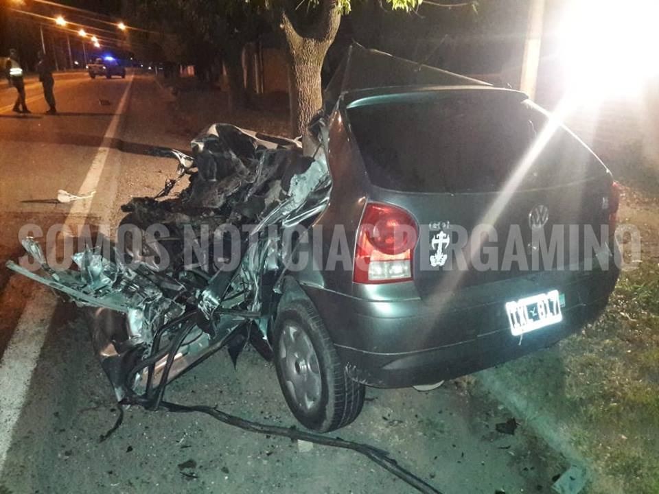 Un joven oriundo de Conesa que conducía un auto Volkswagen Gol falleció como consecuencia del impacto frontal con un camión Mercedes Benz. El vehículo menor lo hacía en sentido Pergamino-San Nicolás.