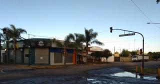 Semáforo fuera de servicio en Avenida San Martín, Pueblos Originarios y Avenida Pellegrini