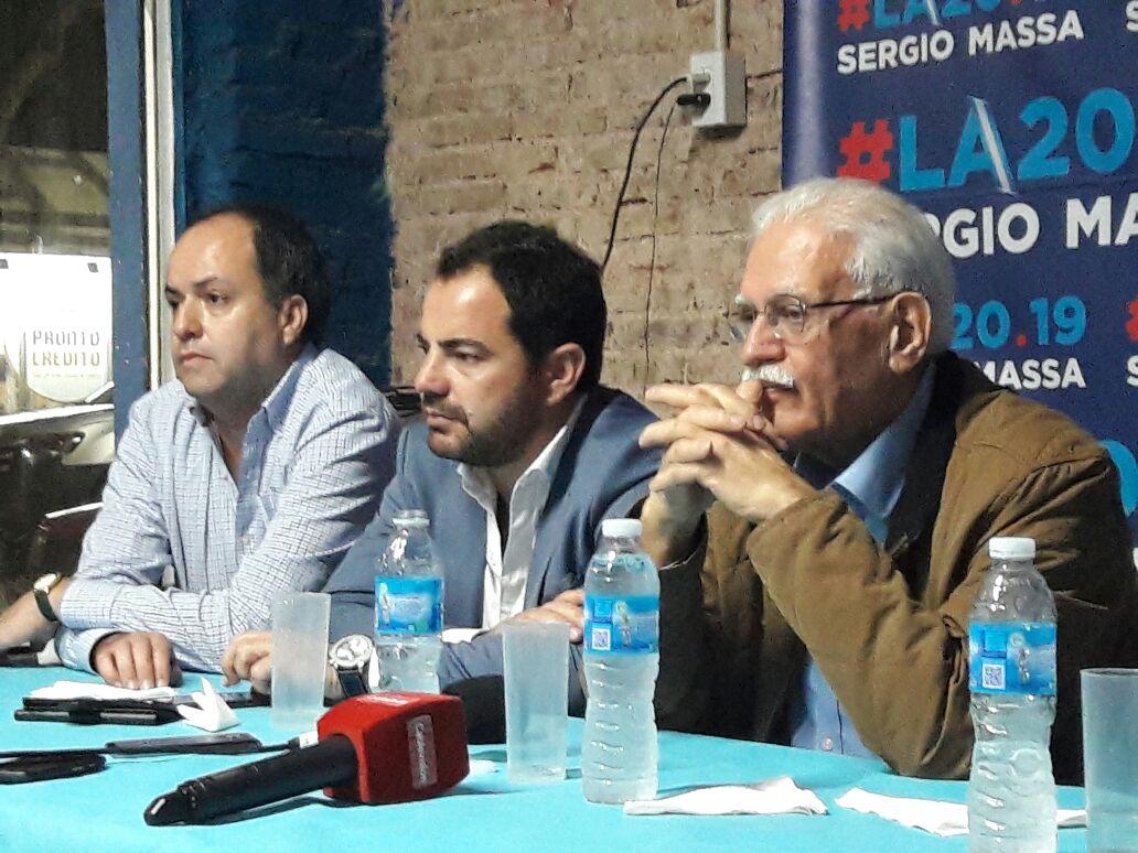 """Cumpliendo con su tarea de referente del Frente Renovador en la Segunda Sección, Martín Caso, acompañó al prestigioso economista Aldo Pignanelli, """"peronista de Perón"""", como se definen con su amigo Julio Bárbaro."""