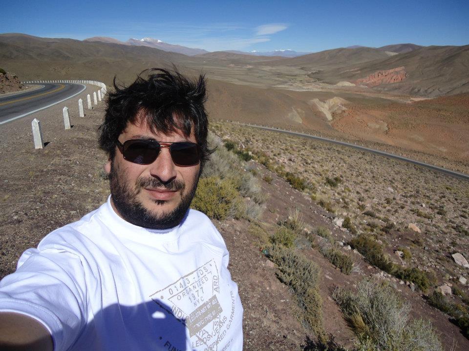 El joven Pablo Sebastián López transitaba en motocicleta hacia la ciudad de Córdoba, por la Ruta E53, y a pocos metros de llegar al peaje del Aeropuerto colisionó con un automóvil a la altura de la Avenida Padre Luchesse.