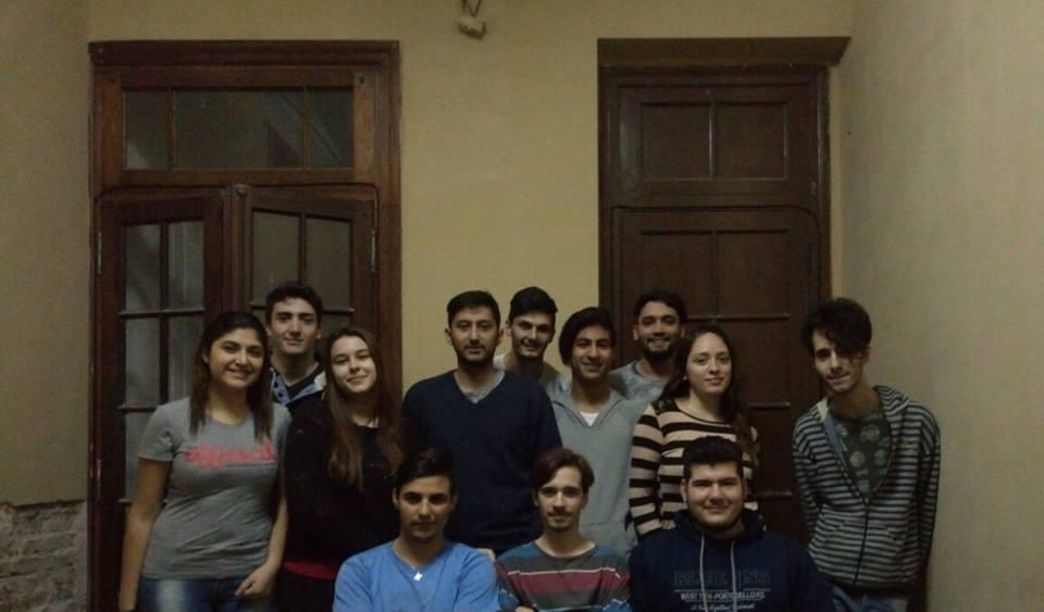El histórico Centro de Estudiantes Universitarios de Rojas en la ciudad de La Plata, está informando públicamente a los alumnos interesados en ingresar a esta casa el próximo 2018, que tienen a su disposición las planillas de inscripción en la Biblioteca Municipal de Rojas.