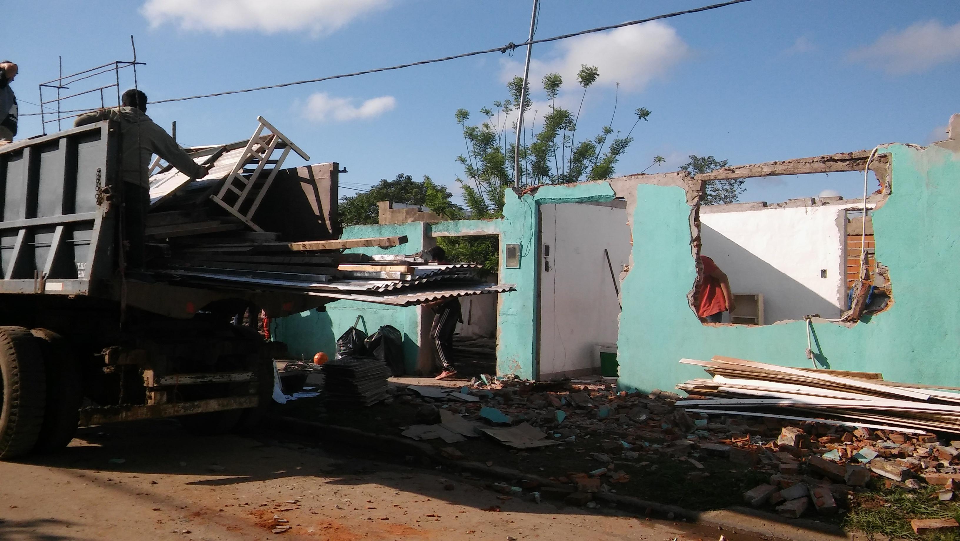 Se trata de la vecina Fabiola López, quien hace unos años junto a su pareja fue construyendo el hogar para sus hijos, con la esperanza de consolidar sus derechos con el paso del tiempo.
