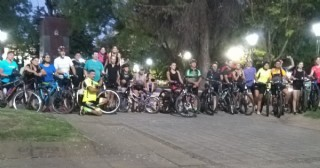 Se llevó a cabo la bicleteada nocturna a Roberto Cano