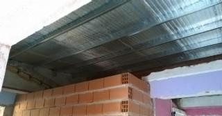 Obras en el CEATDI N° 571: La colocación del nuevo techo está casi finalizada