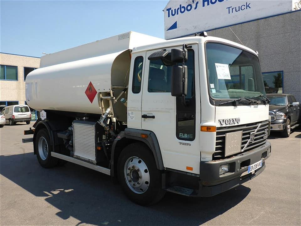 Se trata de un camión cisterna, marca Volvo,  que destinaran como móvil de apoyo para combatir los incendios.