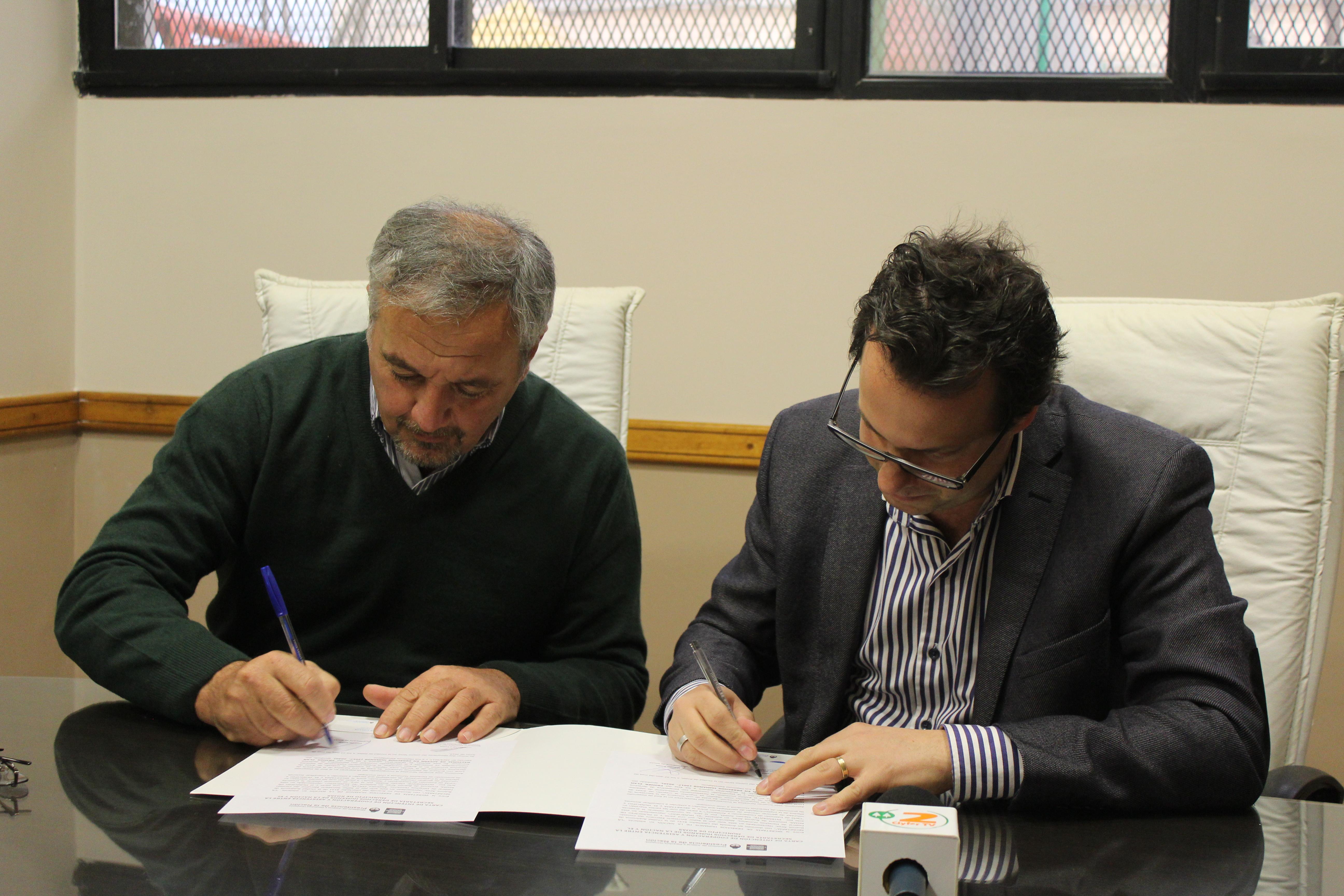 El intendente de Rojas, Claudio Rossi, y el secretario ejecutivo del Consejo Federal de Derechos Humanos, Alejandro Collia, formalizaron la incorporación del distrito al sistema que promueve el fortalecimiento institucional de los espacios dedicados a trabajar la temática de Derechos Humanos.
