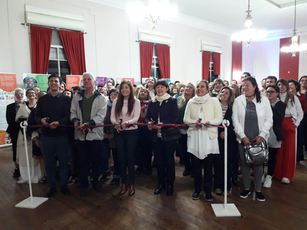 Se trata de una exposición de la organización budista Soka Gakkai de Argentina inspirada en la vida de mujeres de todos los tiempos, que demostraron el potencial inherente que existe en cada individuo para construir una sociedad de paz.