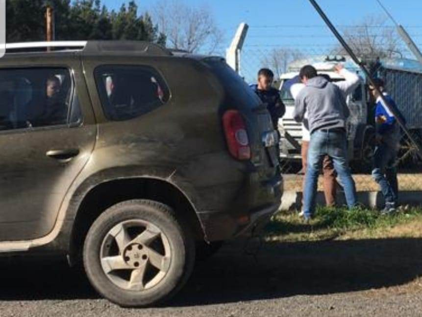 Alertados por la conducta sospechosa del conductor de una camioneta Renault Duster, efectivos de la policía comunal de Rojas y de la delegación de la DDI Junín, lo interceptaron en Fortín Mercedes, frente a la sede de AFA.