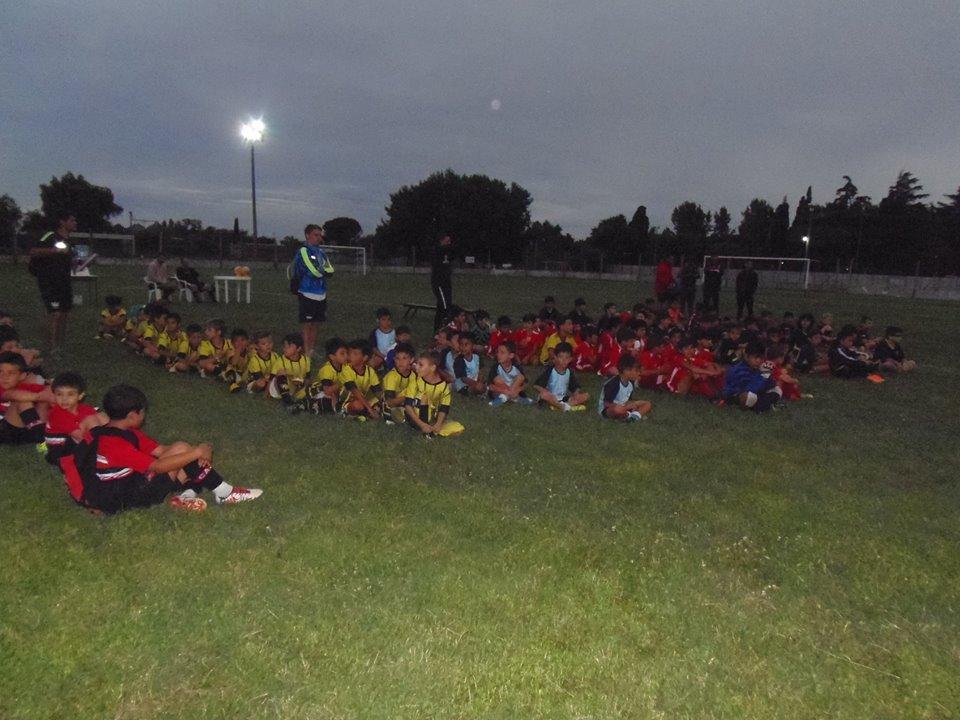 En el barrio Nehuenche, se juega este martes 8 de enero una nueva jornada del torneo Nocturno que organiza el Nuevo club Juventud con la presencia de equipos de Rojas y de la zona.