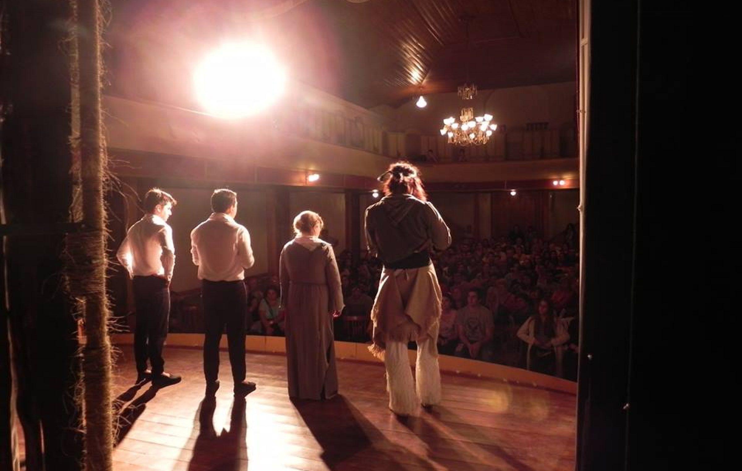 El Grupo de Teatro Arlequino, oriundo de la ciudad bonaerense de Carlos Casares, presenta la obra Martín Fierro. La cita es este domingo 17 de junio, desde las 20 horas, en el TAFS.