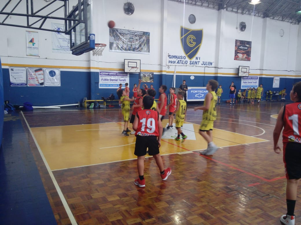 Este sábado comenzó a jugarse el torneo de divisiones inferiores de Básquet de la Asociación pergaminense de básquet.
