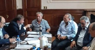 Claudio Rossi se reunió con el ministro Berni junto a intendentes radicales