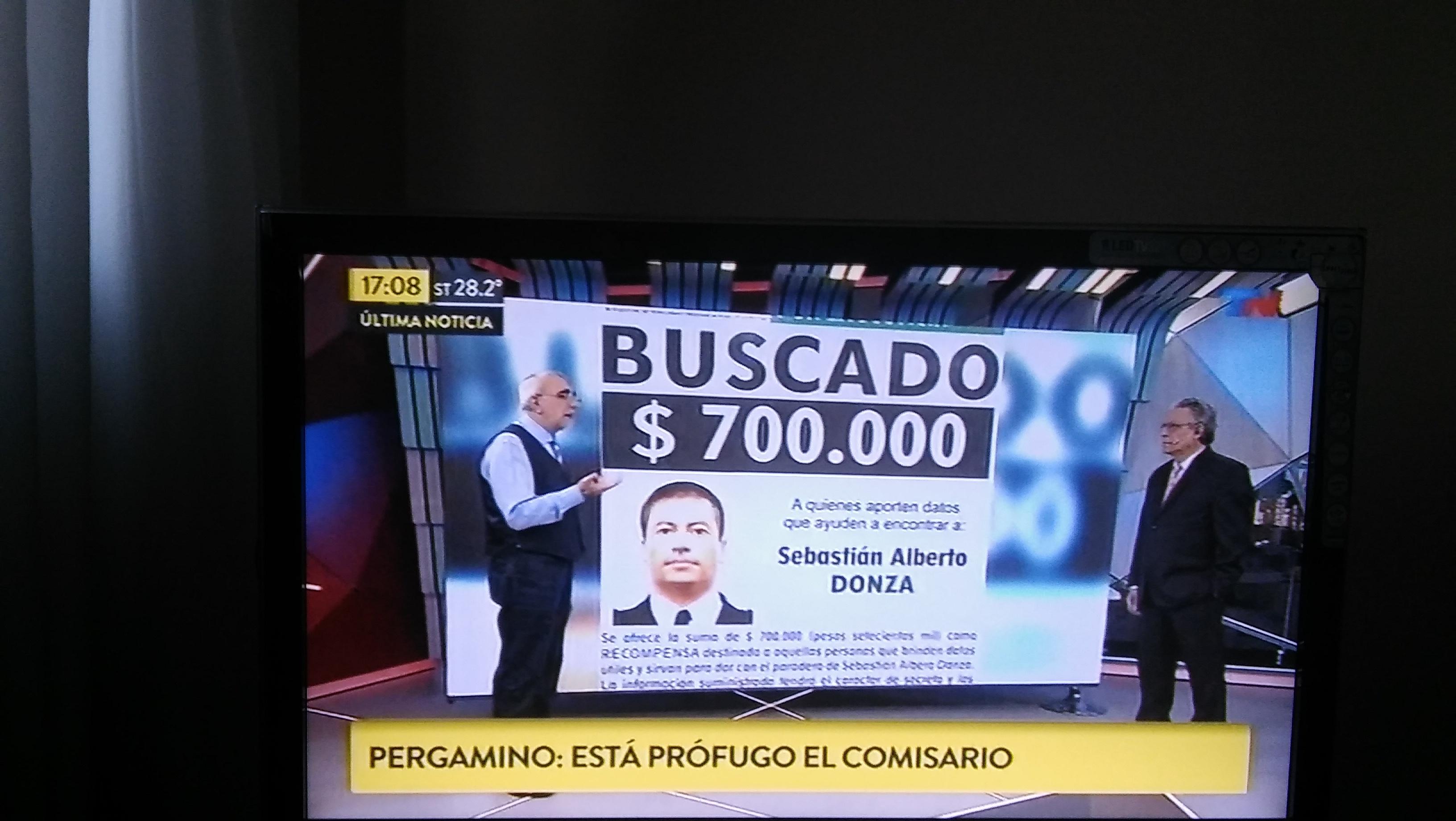 El comisario Sebastián Alberto Donza aún no se entregó ni fue capturado. Y desde este miércoles el Ministerio de Justicia ofrece recompensa por información que lleve a su aprehensión.