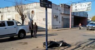 Choque entre moto y camioneta en la esquina de Aspirante Gazo y Juan Muñoz