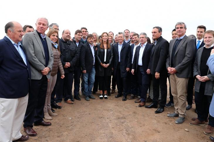 El presidente Mauricio Macri y la gobernadora María Eugenia Vidal recorrieron este martes 23 de abril un nuevo tramo de la Autopista Pilar-Pergamino, a la altura del partido bonaerense de San Andrés de Giles.