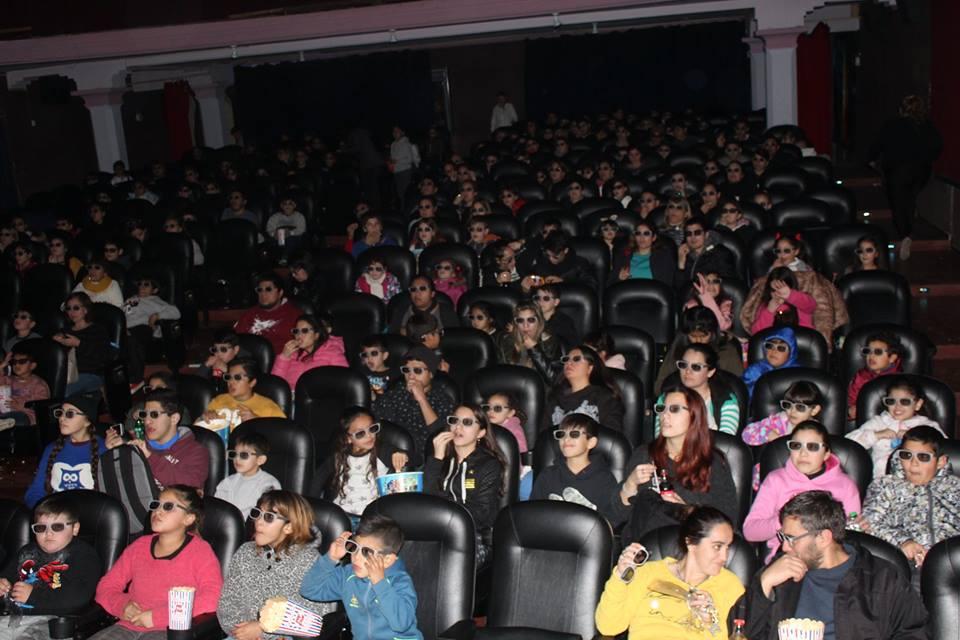 Desde la Secretaría de Deportes, Cultura y Educación del Gobierno municipal, se pusieron a disposición de los chicos rojenses, entradas para el disfrutar de las películas que el fin de semana pasado se exhibieron en el Cine Francés.