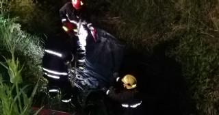 Un auto cayó a la zanja de la Ruta 45 a pocos metros del puente Hardoy