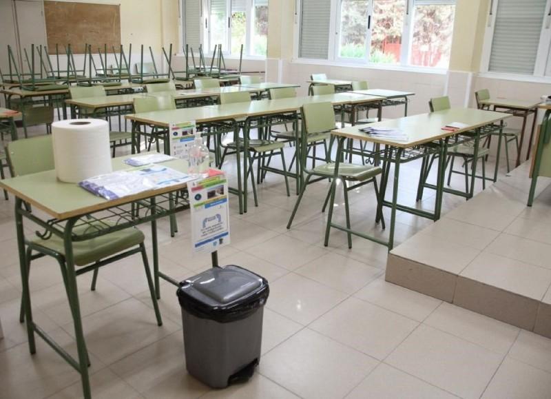 A las aulas.