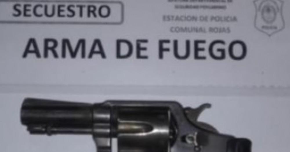 Arma incautada.