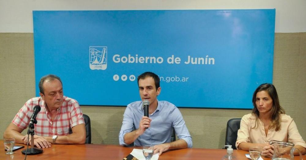 Conferencia de prensa de las autoridades.