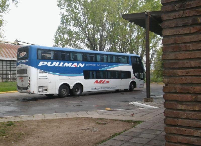 Se destaca el abordaje del servicio de Pullman General Belgrano.