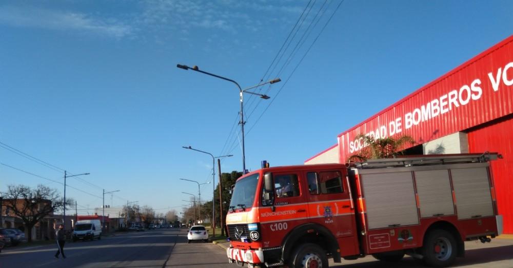 Intensa labor de los bomberos.
