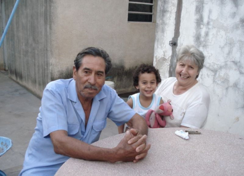Julio Soria junto a su sobrino Gonzalo y su esposa Elsa.