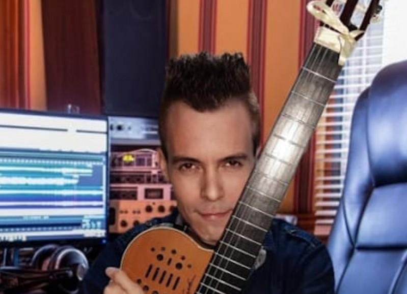 El talentoso guitarrista pergaminense.