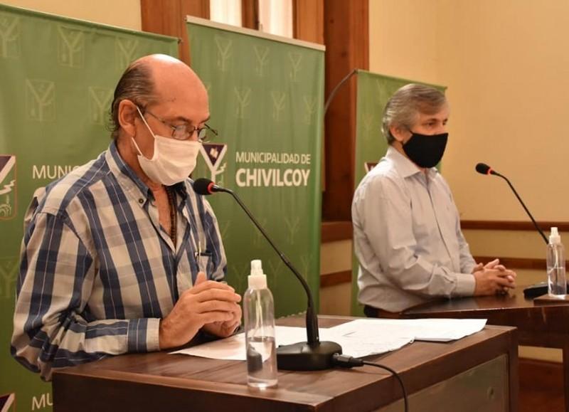 El secretario de Salud, José Caprara, junto al intendente Britos.