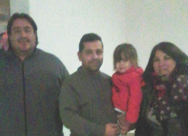 Alberti acompañado de Juan Manuel Becerro y Silvana Loso.