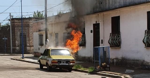 Se incendió un auto en calle Avellaneda al 500
