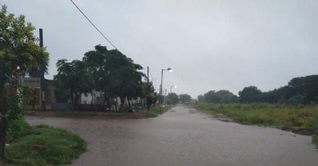 La lluvia afectó calles de Barrio Progreso y Santa Rita
