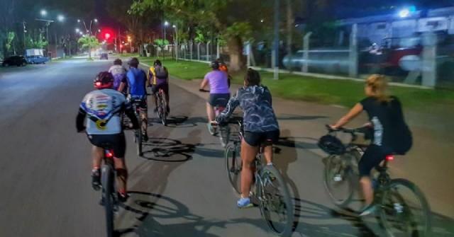 Organizan bicicleteada nocturna a Roberto Cano