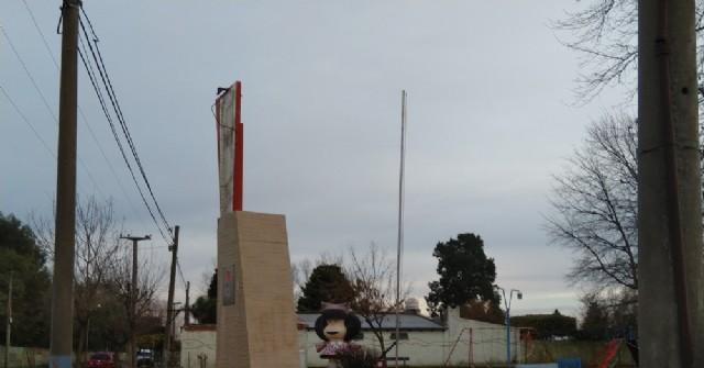 Desapareció la bandera argentina izada el 20 de junio en la Plazoleta Manuel Belgrano