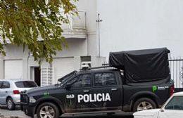 En 24 allanamientos se incautaron 100 vehículos entre autos y camiones, dinero en efectivo (pesos y dólares), joyas, oro, estupefacientes y documentación adulterada.