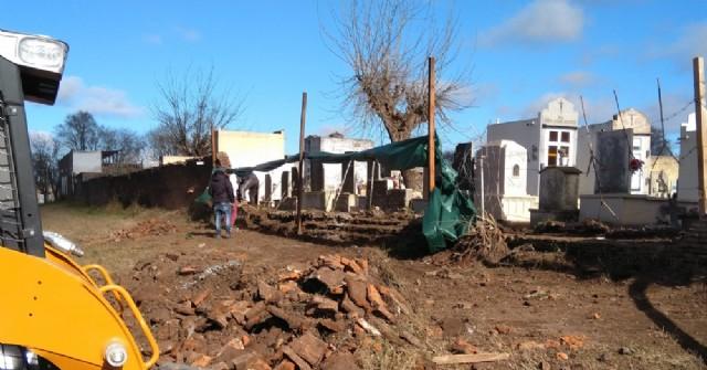 Comenzó la reconstrucción de un tramo del paredón perimetral del Cementerio