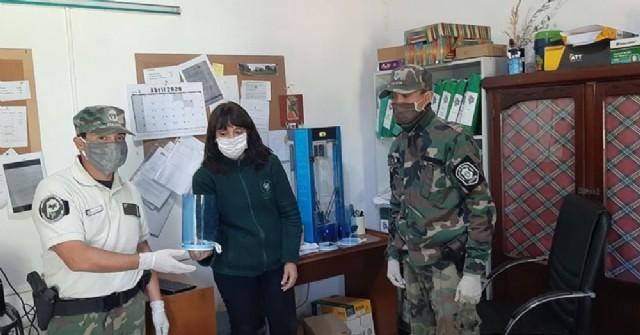 El CEPT N° 10 de Hunter entregó mascaras de protección facial a la Patrulla Rural