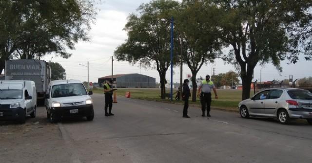 En los controles de los accesos a Rojas aún no se implementa la limitación policial