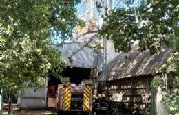 Intervención de Bomberos Voluntarios en planta cerealera