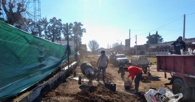 Avanza la reconstrucción de un tramo del muro perimetral del Cementerio municipal
