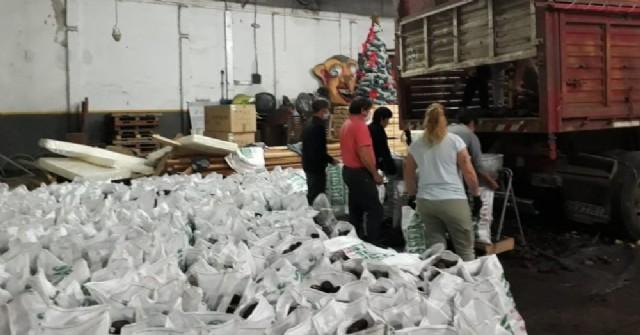 Esta semana llega a Rojas otra donación de papas de una empresa de Balcarce